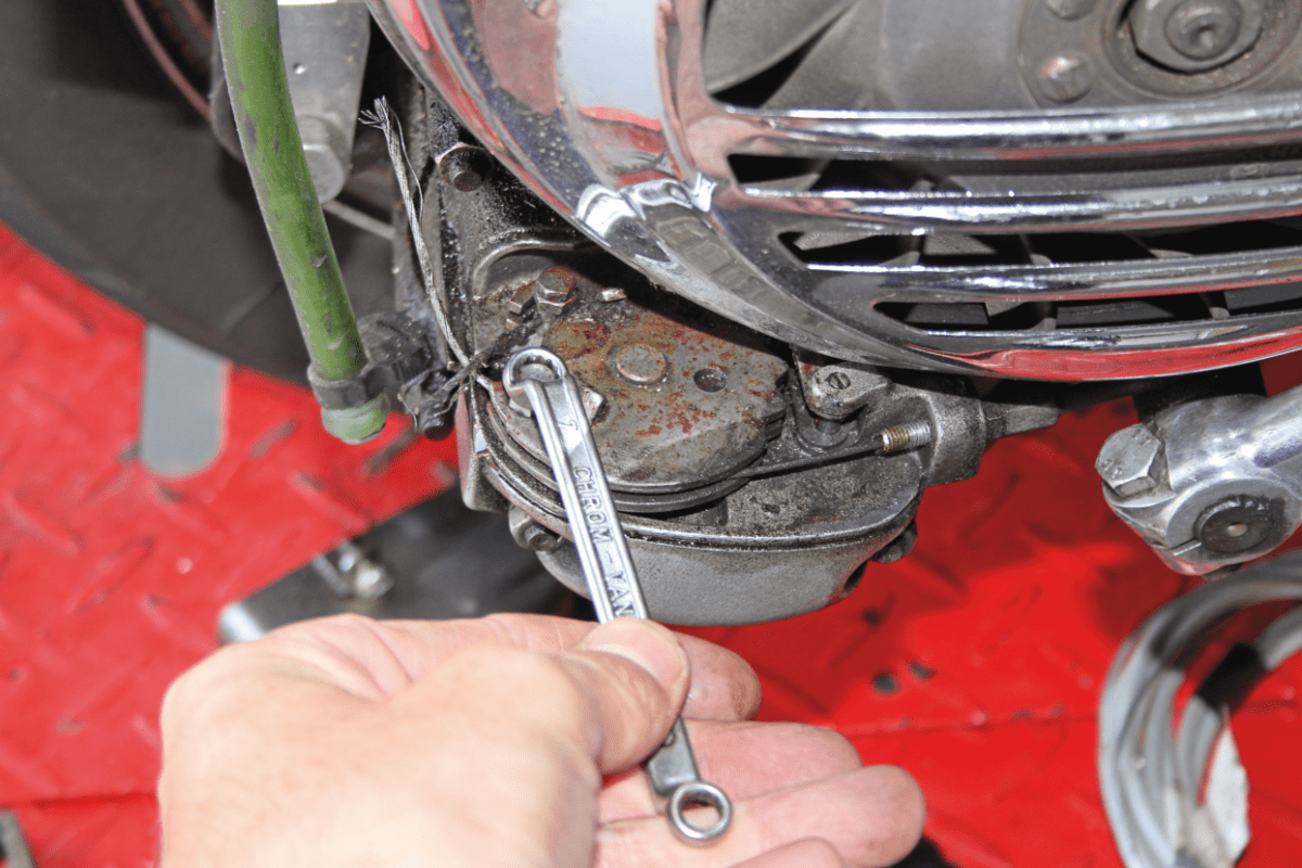 VESPA PX CABLE CHANGE – Scootering on
